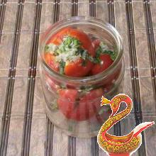 Marinated tomatoes with garlic