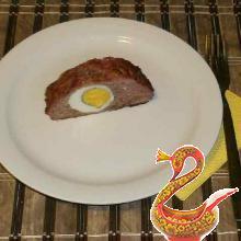 Рулет мясной с яйцом внутри